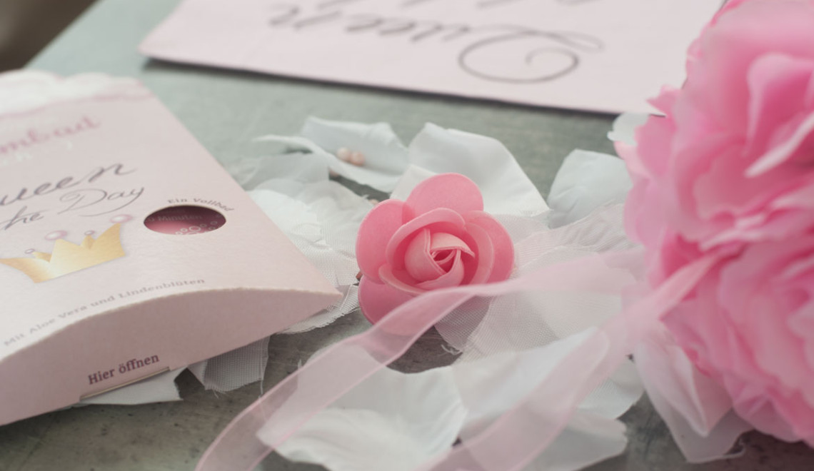 Bachelorette party table deco